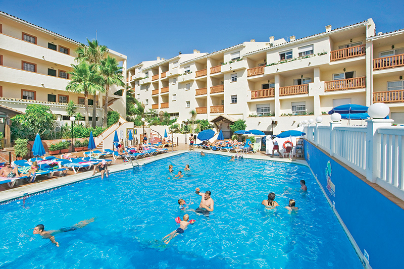 The couple spent a lovely morning at Crown Resorts at Club Marbella in Calahonda (2404) using Crown Resorts' free shuttle bus for guests,