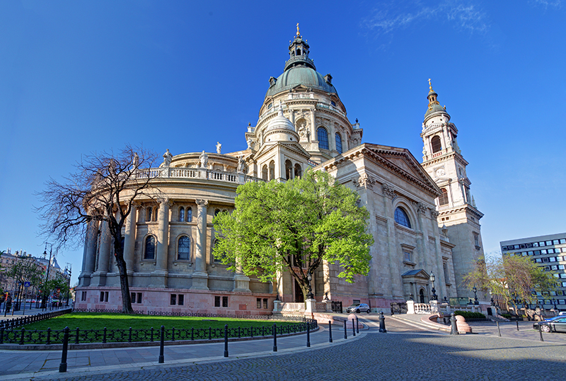 You can't visit Budapest and not go to see St. Stephens Basilica. This magnificent church is a really breathtaking work of arcitecture, with its beautiful stained-glass windows and the two beautiful bell towers.