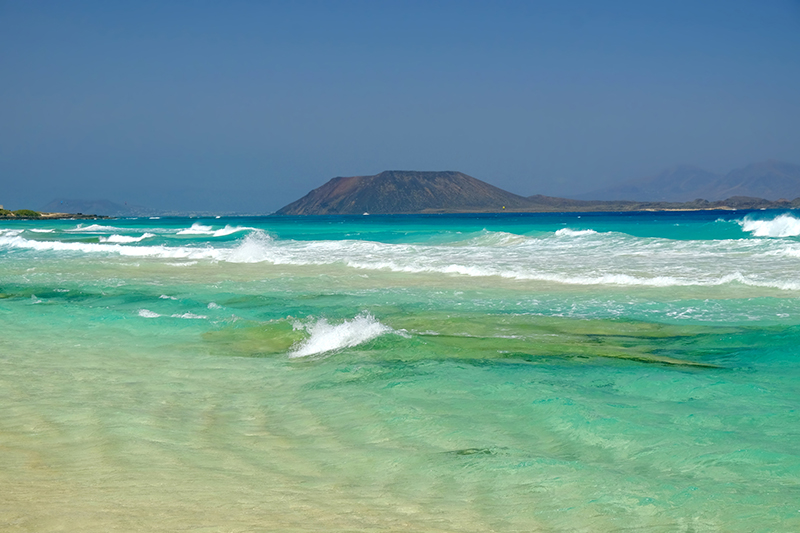 Lobos Island is an islet just north of Fuerteventura. It comprises a largely uninhabited nature reserve that's home to diverse flora and fauna, including rare birds. The main beach, Playa de la Concha, is known for its crystal-clear waters. A day trip here is well worth it.