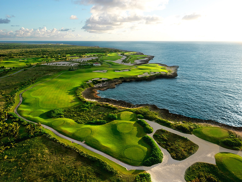 The Dominican Republic is the place to play golf if you like a sea view. On its 26 golf courses, 86 holes are sea-facing and 39 of those are right on the ocean, so you'll always have a spectacular backdrop.