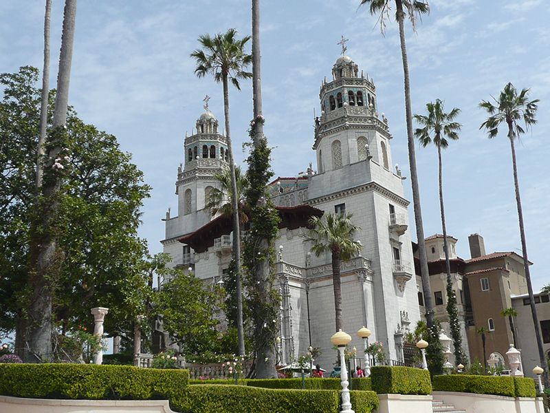 The 165-room castle, with 127 acres of beautiful gardens and land, Hearst Castle really is an impressive building. You could easily spend the day wandering from room to room, or lazing in the beautiful Californian sunshine in the gardens.