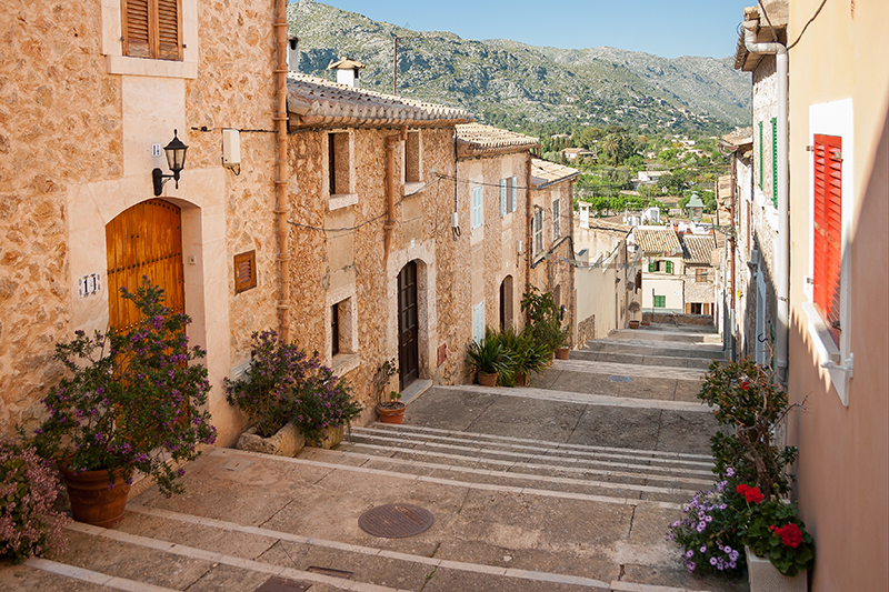 The ancient streets of Pollença fascinated Kim, being both intriguing and offering shade on the hottest of days. Days spent meandering around the winding streets of the Old Town came to a perfect close with a retreat to a comfortable villa and one of Brian's lovingly prepared barbecues.