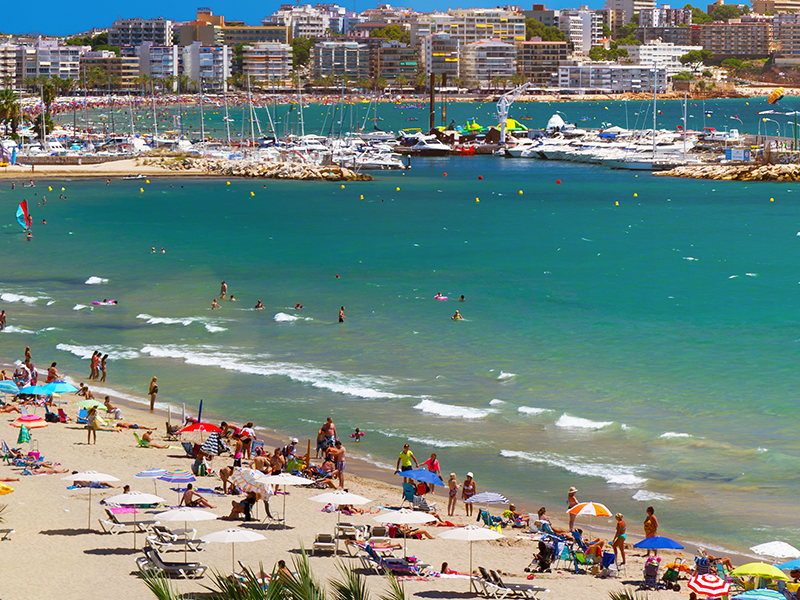 Platja Llarga in Málaga is most likely what sun worshippers have in mind when they think sun, sea and sand getaways. But, it is just one of a myriad of destination options around the world for a beach break.