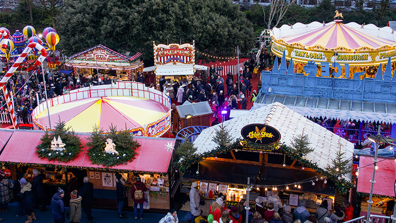 Gastronomic goodies and many other seasonal delghts await you at the Scottish Christmas markets, the perfect place to go gift shopping if you get organised and get off on your Scottish holiday before the big day.