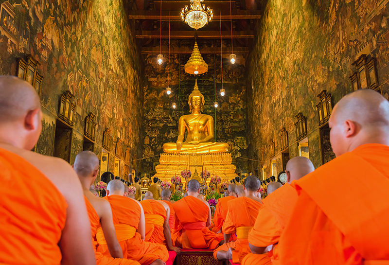 If there is just one temple to visit while on holiday in Bangkok, it should be Wat Po. It is a spectacular building which houses the famous giant Golden Buddha statue.