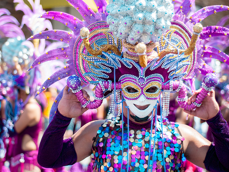 Mardi Gras is New Orleans' biggest party. Performers in extravagant costumes dance on parade floats and throw out colourful beads and trickets to the crowds - so make sure you get a good viewing spot!