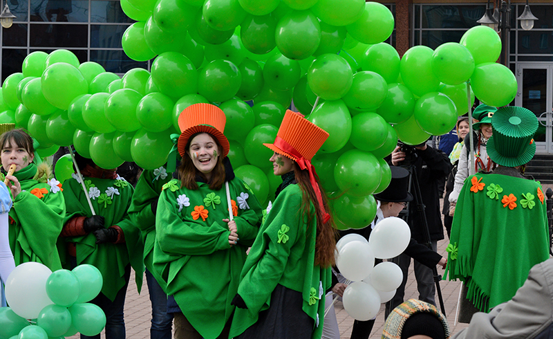 The St Patrick's Day celebrations and parades give a whole new meaning to 'going green'...  If you are to party for St Patrick, it is essential to don the colours of the 'Emerald isle' and to be sure the shamrock is standing proud somewhere on your attire.