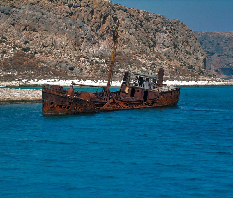 En route to Balos, Amy passed an impressive shipwreck on the way.