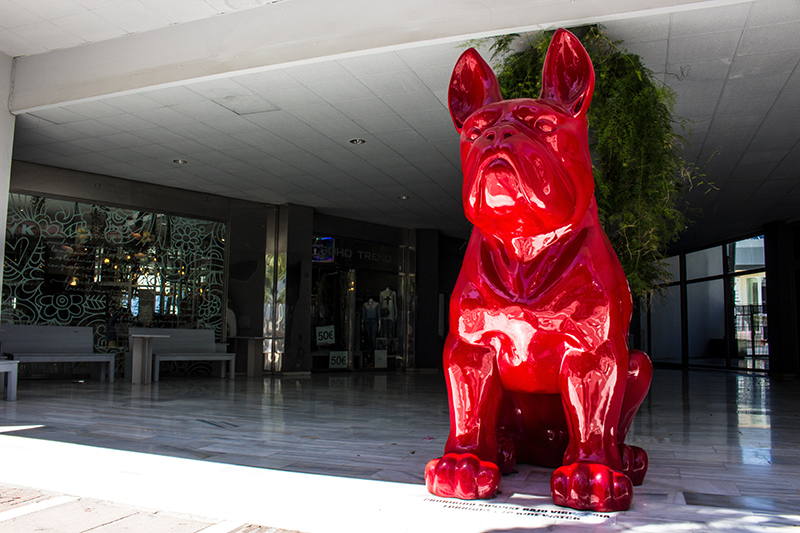 The Red Bulldog sculpture which sits close to the marina in Puerto Banús.