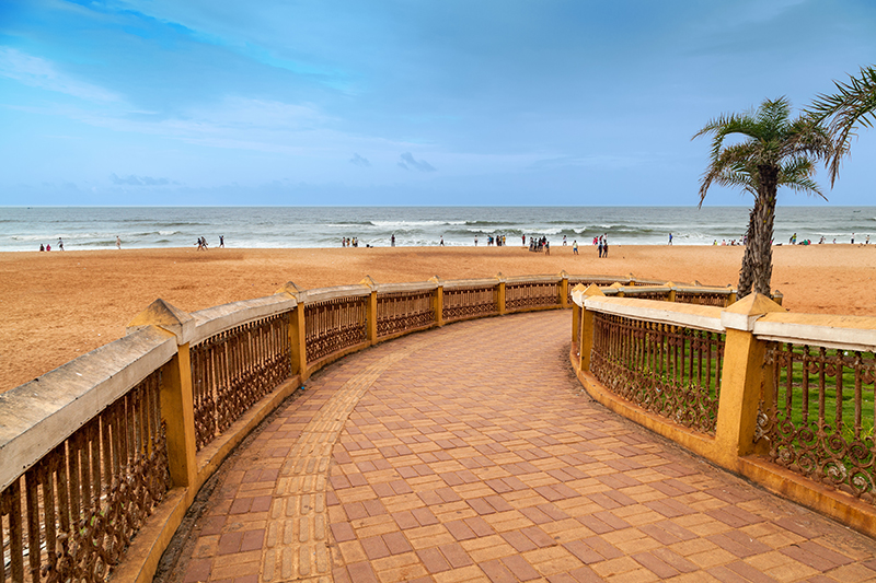 Calangute Beach is Baga's bigger neighbour and, apart from the wonderful shoreline walks along these perfect sands in the mornings to enjoy the beach at its most peaceful best, there are also many snack shacks along this shore where you can eat breakfast while enjoying the amazing views out over the ocean.