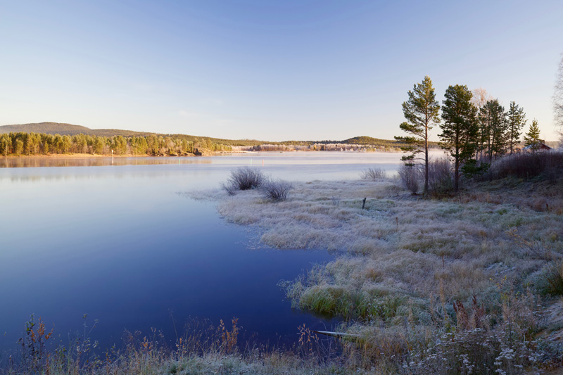 The northernmost resort of Saariselkä lies just south of the vast expanse of Lake Inari, sacred to the Sámi people.