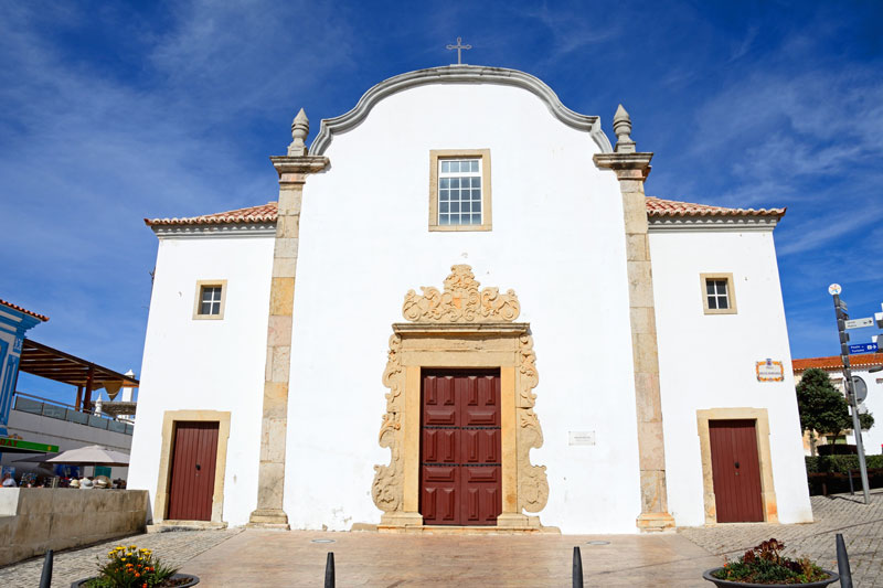 The Museu de Arte Sacra is home to many religious pieces that were salvaged from local churches following an earthquake and tsunami in 1755. It really gives a feel for the history of the city and is well worth a visit.