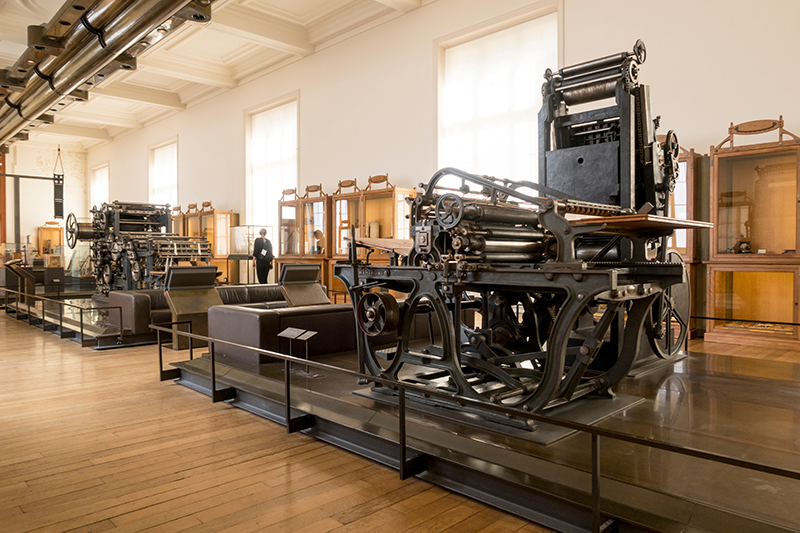 Musée des Arts et Métiers has areas to visit based on different theme, such as: scientific instruments, materials, construction, communication, mechanics and transport.