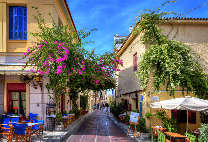 The Plaka District is an enchanting place to wander. Not just picture-postcard pretty, Plaka is also a great little area to shop for authentic gifts and souvenirs of your holiday.