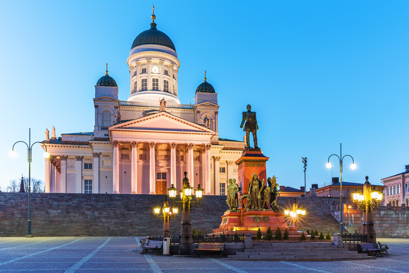 Helsinki Cathedral, the Government Palace, the University of Helsinki and the National Library of Finland all make up Senate Square in Helsinki, which is quite an impressive sight.