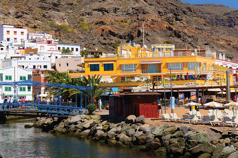There is plenty to see and do in Puerto del Carmen. A walk along the rocky harbourside is delightful, affording you dramatic views of the volcanic island.