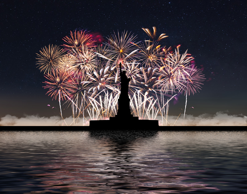 America knows how to do fireworks, and the biggest pyrotechnic show celebrates Independence Day. Around three million people line the banks of the East River in New York City to watch the show each year.