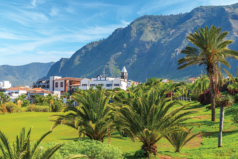 Len likes to get a round of golf in while on holiday on Tenerife. Buenavista Golf Course is a great course to play, along with many others in the area.