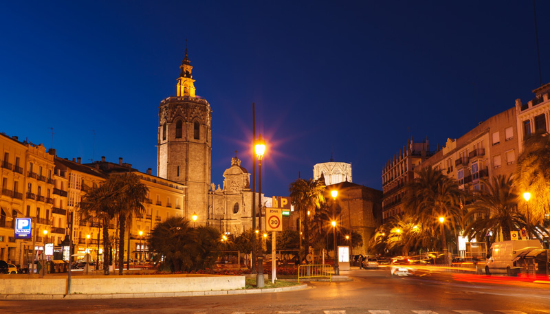 Plaza de la Reina in Valencia is the perfect place to just sit and people watch.