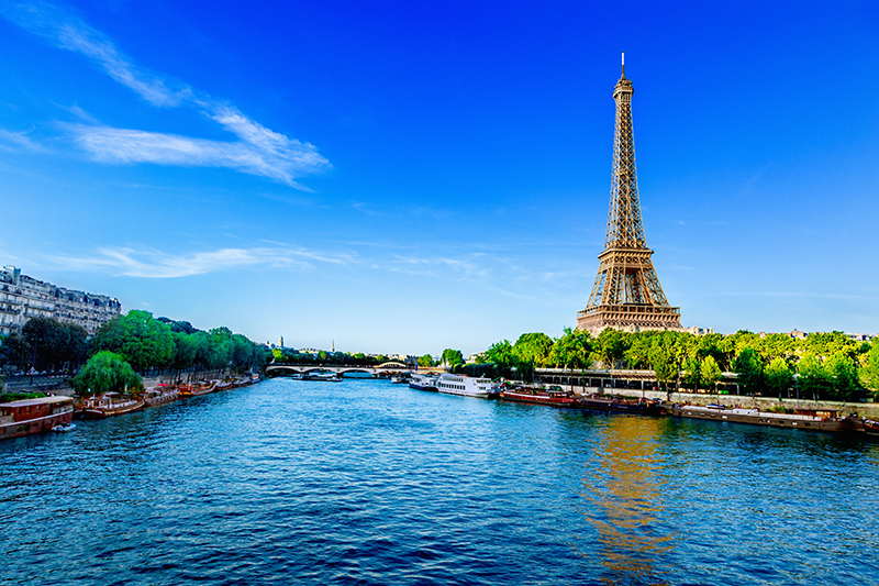 The serene River Seine, that flows and curves straight through the heart of Paris, is lined with numerous instantly-recognisable landmarks,