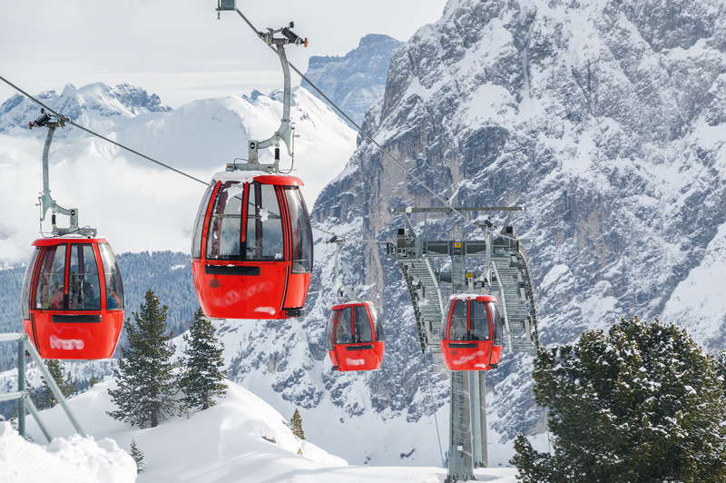 Gondolas are a great way to get around the ski resorts so yuo can make the most of the scenery, as well as the mountain-high dining experiences.