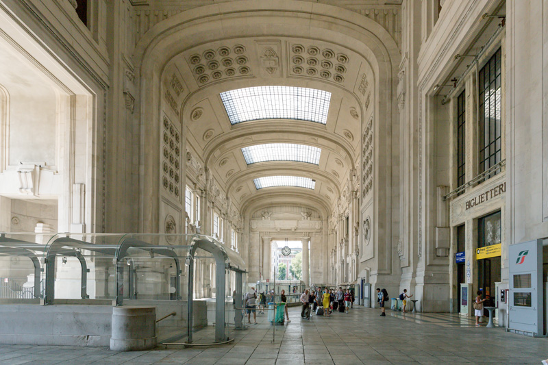 A mixture of architectural styles, the front façade of Milan Central is 660 foot wide and its vault stands 236 foot high, a record when it was built. It has 24 platforms. Each day an average of 330,000 passengers use the station, totalling about 120 million per year.