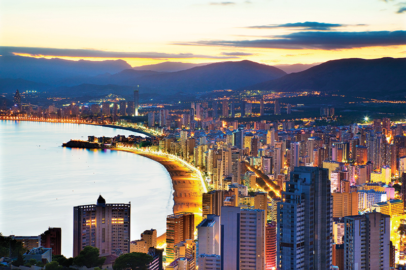 A lovely coastline for an evening stroll or a big night out. Follow the bright lights of Benidorm and hit the town to experience the bustling nightlife.