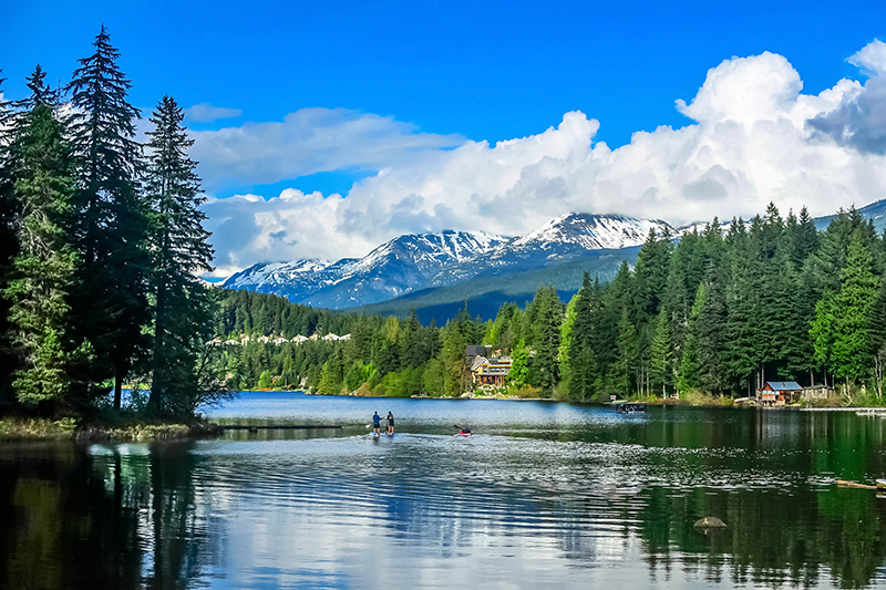 For a more laid back vibe, hire a canoe on one of the pristine lakes, overlooking Whistler Mountain, surrounded by the scented pine forests.