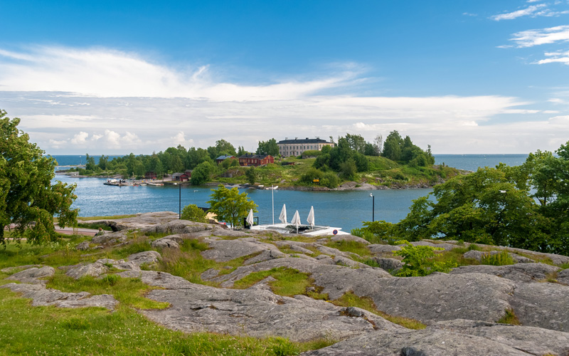 Kaivopuisto Park is one of Helsinki's oldest and best known parks. There are plenty of opportunities to enjoy the outdoors here with the nearby sea, cliffs and verdant landscapes offering pretty views.