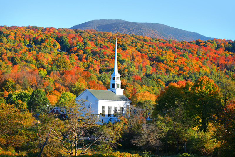 Stowe, a mountain resort town in Vermont, fires up with a spectacular show of autumn colour towards the end of the year.