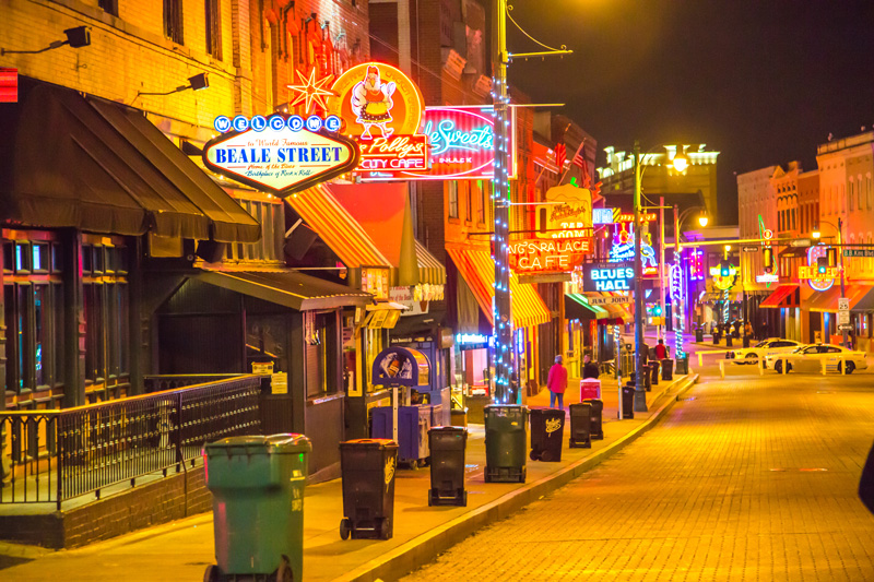 Live music, parades, events, restaurants and bars - Beale Street in Memphis is the place to be. Known as 'The Home of Blues', it will have you dancing and celebrating day and night.